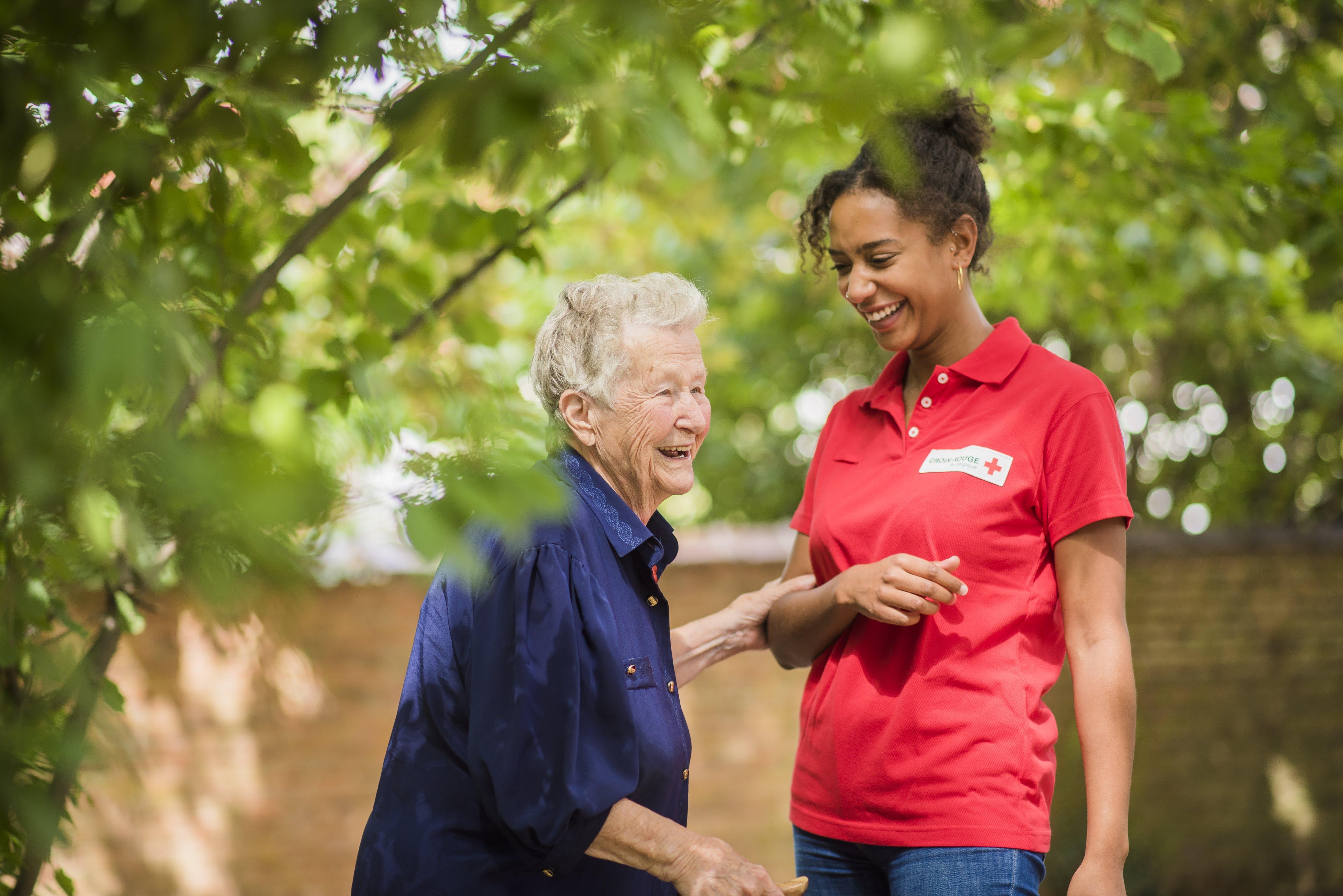 La Croix-Rouge s'engage auprès des personnes âgées