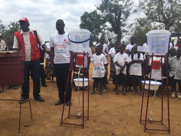Une école de Matadi (RDC) : sensibilisation des élèves au lavage des mains