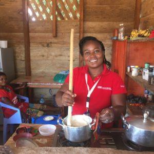 """Cécilia gère nos équipes de volontaires d'engagement communautaire. Elle pense que """"ventre vide, travaille mal""""."""