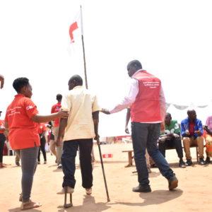 Personne handicapée soutenue par la Croix-Rouge dans le camp de Mahama au Rwanda