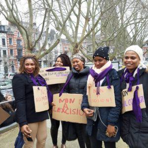 Groupe de femmes du centre de Rocourt manifestant pour les droits des femmes