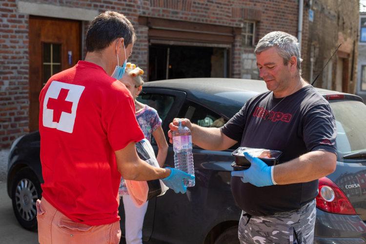 12.000 repas sont distribués par jour aux sinistrés des inondations