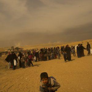 Mossoul. Des personnes déplacées de l'ouest de la ville sont reçues par l'armée irakienne. ©A.Liohn/ICRC