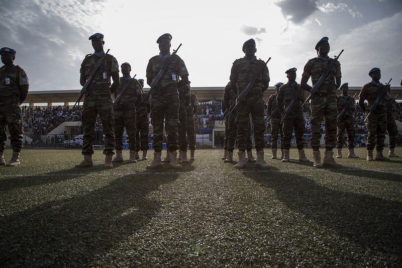 Cérémonie pour la Journée Internationale des Casques bleus au stade Mamadou Konaté à Bamako. Photo MINUSMA/Marco Dormino